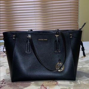 *Large Michael Kors Voyager Tote